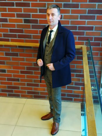 Светло-серый мужской костюм-тройка