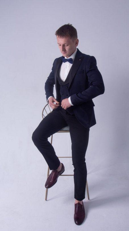 Стильный мужской костюм-тройка