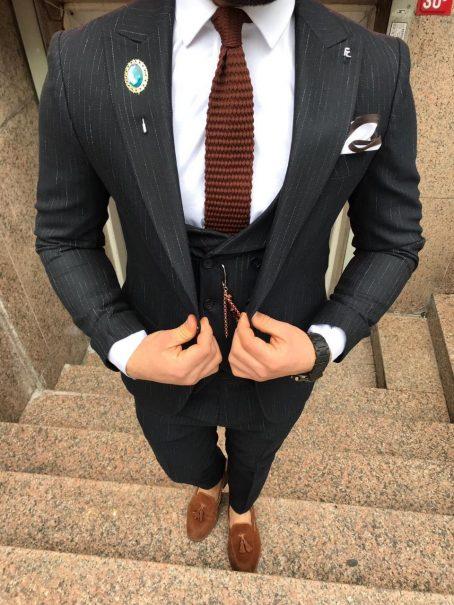 Приталенный фактурный костюм-тройка (черный)