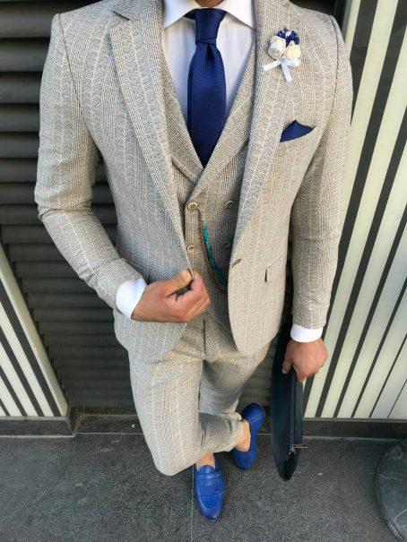 Сливочно-белый мужской костюм