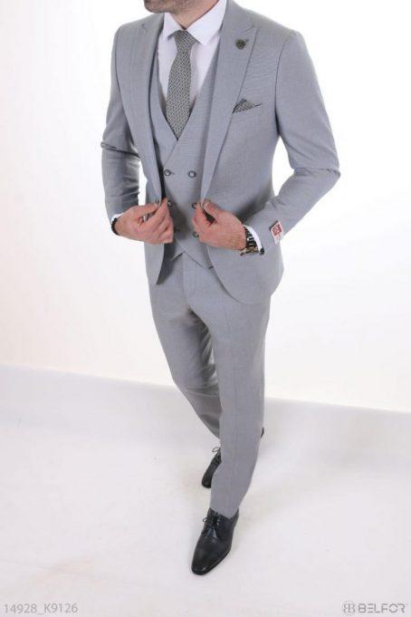 Мужской классический светлый костюм