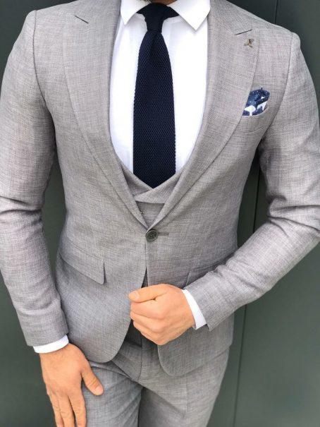 Мужской светло-серый костюм-тройка