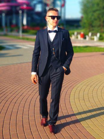 Бордовый мужской костюм из твида