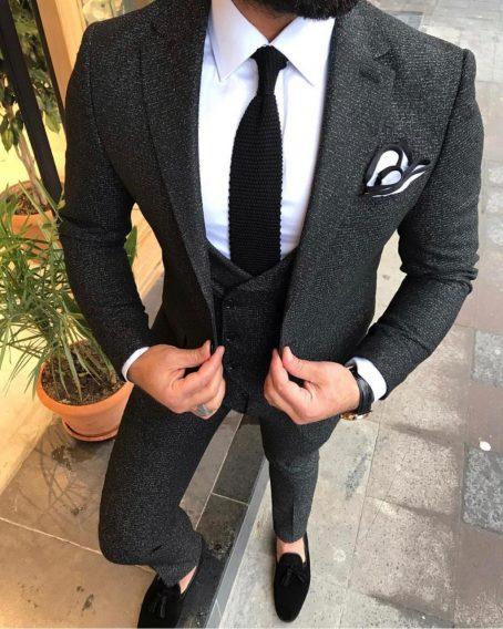 Серый костюм-тройка