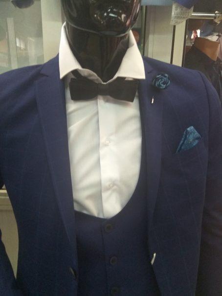 Светло-синий костюм-тройка