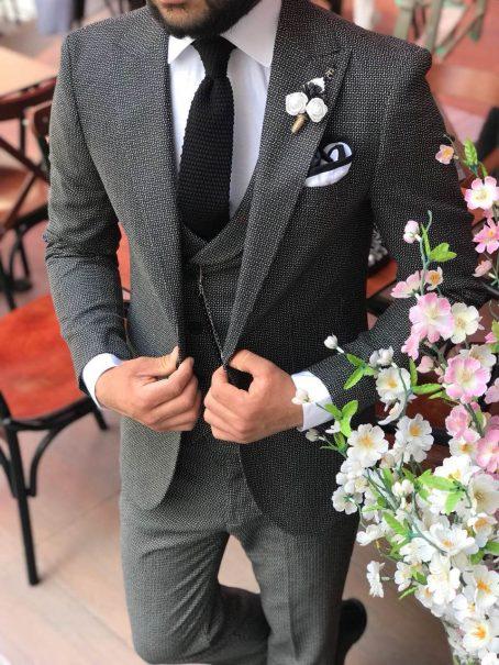 Эффектный мужской костюм-тройка
