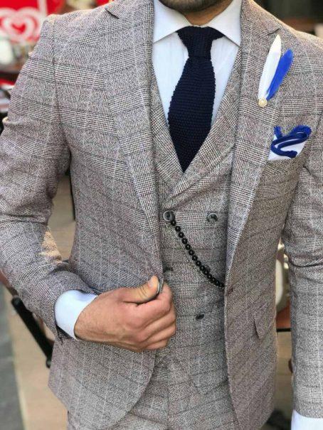 Клетчатый светло-серый мужской костюм-тройка
