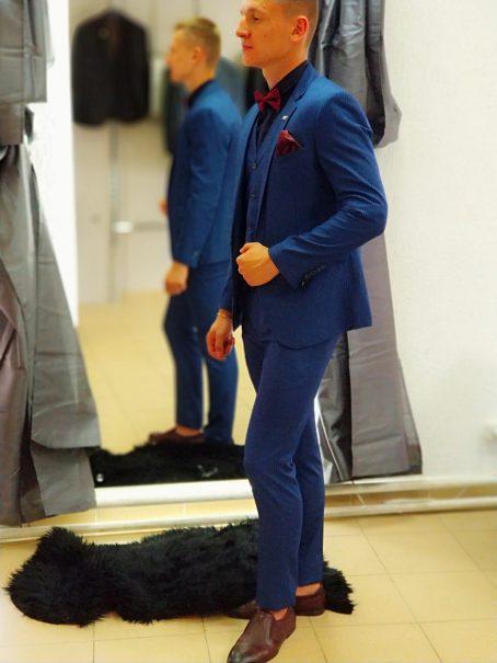 Мужской костюм глубокого синего цвета