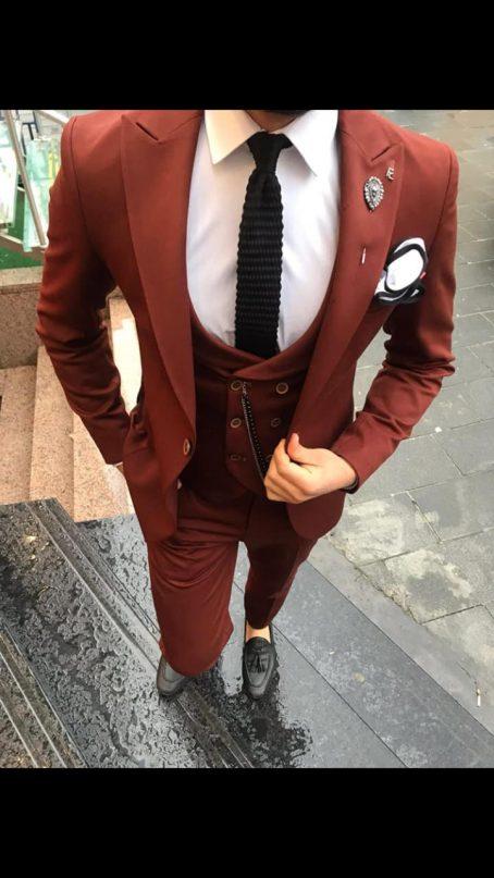 Бордовый костюм-тройка