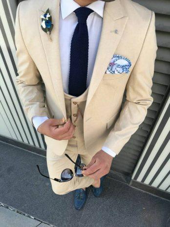 Кремовый мужской костюм-тройка